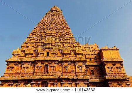 Thanjavur Brihadeeswarar Temple main gopuram wall side view