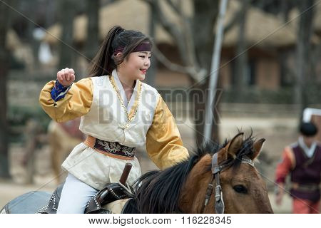 Participant a the Equestrian Feats act