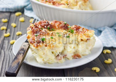 Bacon Lovers Mac And Cheese On A White Plate