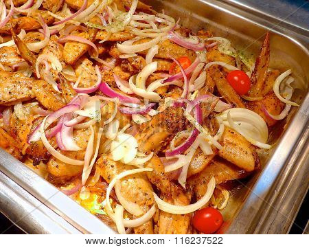 Chicken wings with sliced onion