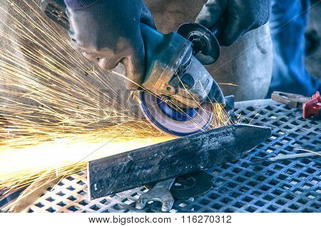 Mechanical Worker Repairs