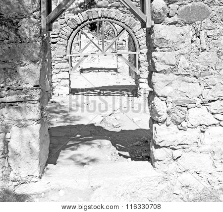 Olympos   Bush Gate  In  Myra  The      Old Column  Stone  Construction Asia Greece And  Roman Templ