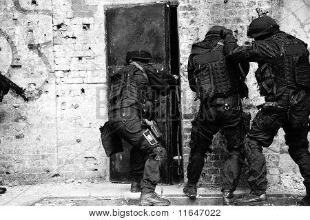 Vorort anti-Terror Polizei