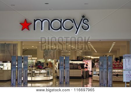 Indianapolis - Circa February 2016: Macy's Department Store. Macy's Inc. is one of the Nation's Premier Omnichannel Retailers I