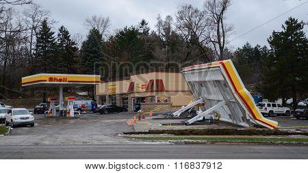 Shell Station Canopy Collapse, Ann Arbor, Mi