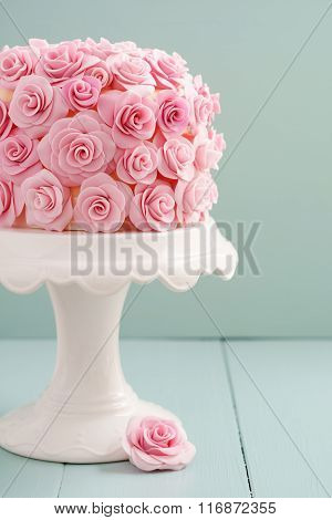 Cake with sugar roses