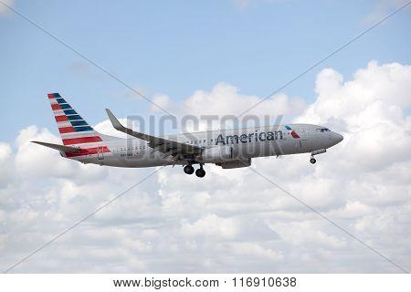 American Airlines Boeing 737 landing