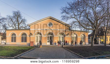 people visit the Bauhaus museum in Weimar