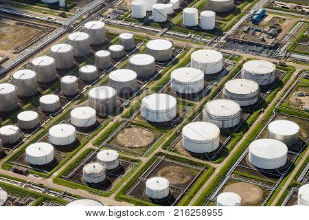 Petroleum oil and chemical storage depot terminal in an industrial port