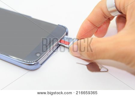Remove memory card of smartphone / micro sd card in smart phone