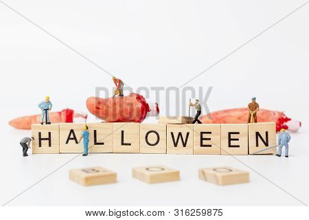 Miniature People : Worker Team Created Halloween Party Props Decoration
