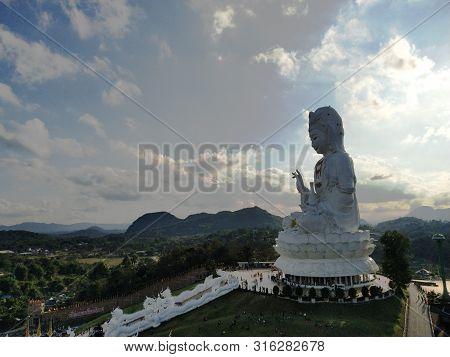 Wat Huay Pla Kang At Chiang Rai.wat Huay Pla Kung Is A Quite Recent Temple.
