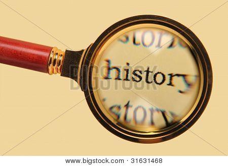 Antigua lupa en la historia de la palabra