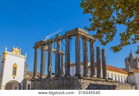 Temple of Diana, the Roman temple of Evora dedicated to the cult of Emperor Augustus, the most famous landmark of Evora. Portugal