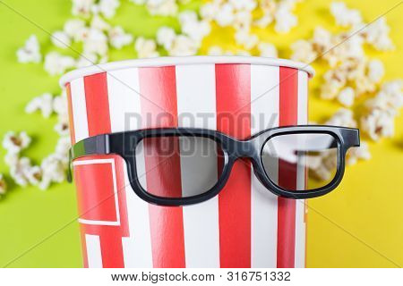 Cropped Close Up Photo Of Behaving Like A Human Confident Nice Trend Bag With Popcorn Wearing Black