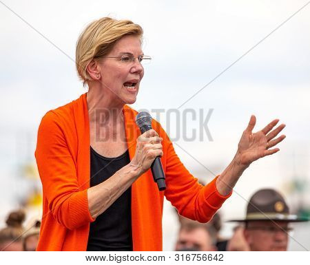 Des Moines, Iowa / Usa - August 10, 2019: United States Senator And Democratic Presidential Candidat