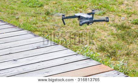 A small FPV racing drone is ready to fly