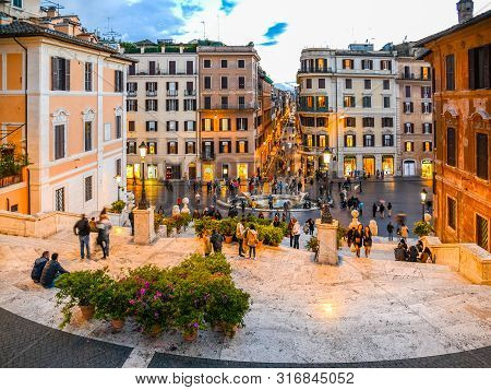 Rome, Italy - May 05, 2019: Many Tourists On Spanish Steps In The Evening. Rome, Italy