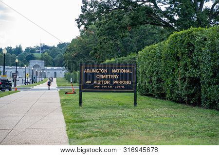 Arlington, Va - August 8, 2019: Sign Directing Visitors To Parking Spots In Arlington National Cemet