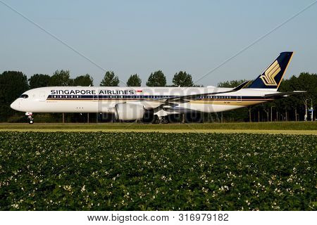 Amsterdam / Netherlands - July 3, 2017: Singapore Airlines Airbus A350-900 Xwb 9v-sml Passenger Plan