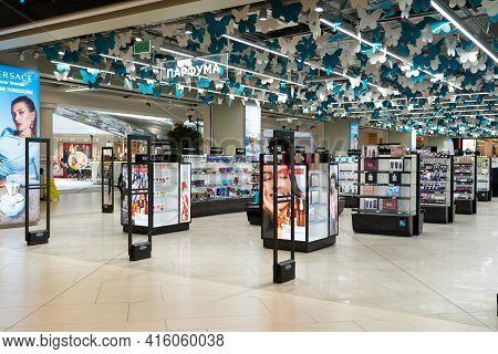 Grodno, Belarus - April 07, 2021: Scanner Entrance Gate For Prevent Theft In Kravt Store In Shopping