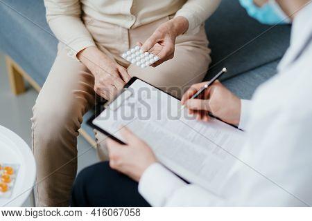 Home Doctor Prescribing A Patient A Prescription For Medical Drugs .