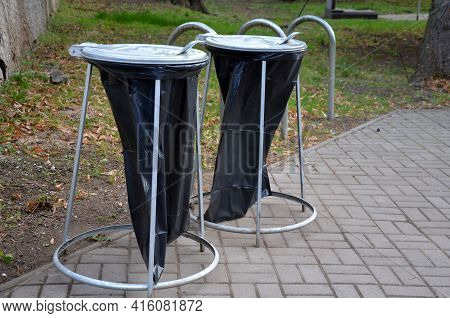 The Cheapest Solution For Garbage Cans Or Garbage Cans Used In Cemeteries And Concerts. Throw Garbag