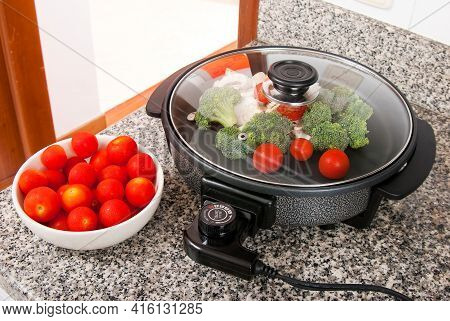 Household Appliance; I Practice Electric Frying Pan.