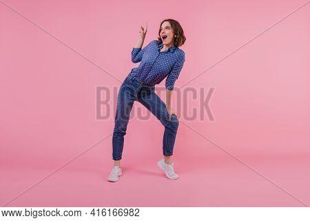 Full-length Portrait Of Pleased White Girl In Trendy Denim Pants. Indoor Photo Of Smiling Good-humou