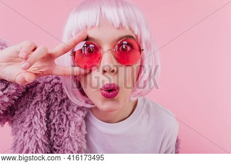 Close-up Shot Of Funny Surprised Girl With Bright Makeup. Studio Portrait Of Good-humoured Lady In P