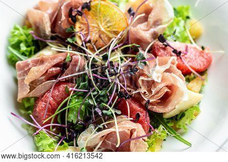 Salad With Prosciutto, Ham And Grapefruit Jamon, Salad Mix, Grapefruit, Cherry Tomatoes, Parmesan Ch