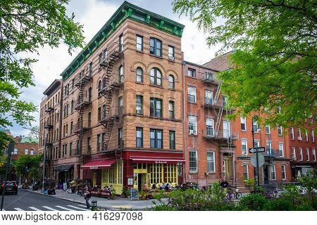 New York City, Usa, May 2019, View Of The Bus Stop Café Building In The West Village Neighborhood