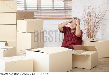 Fat Men Are Stressed By The Bulk Of The Cartons That Have To Deliver The Goods To Keep Up With The O
