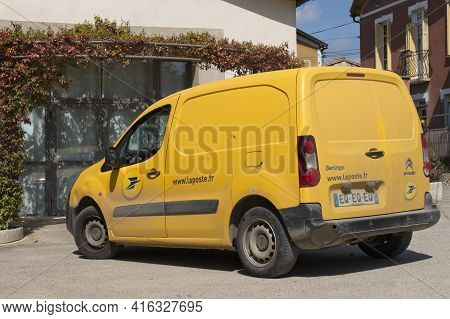 Carcassonne Aude France 04.09.21 Bright Small Yellow French Postal Delivery Van Parked In Front Of A
