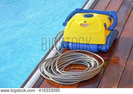 Water Cleaner Cleaning Swimming Pools. Full Automatic Pool Cleaning Robot