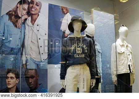Moscow Russia - April 09 2021:mannequins In The Window Of A Fashion Store. Style, Fashion, Presentat