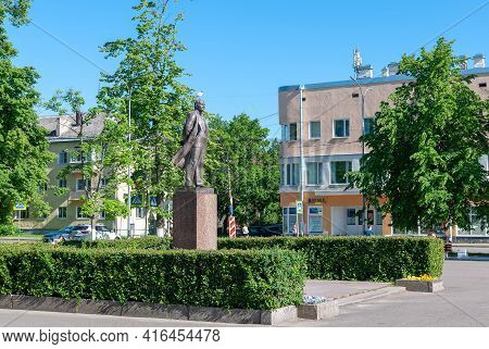 Priozersk, Leningrad Region, Russia - June 20, 2020: Vladimir Lenin Monument On Lenin Square And Kor