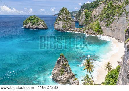 Beautiful Diamond Beach At Nusa Penida, Bali, Indonesia. Delightful Seascape, Waves, Blue Sea And Ro