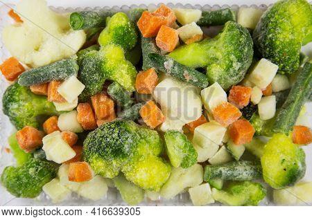 Italian Vegetable Mixture Quick-frozen Consisting Of Broccoli, Mini Corn, Cherry Tomatoes, Sweet Pep