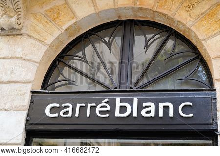 Bordeaux , Aquitaine France - 04 10 2021 : Carre Blanc Brand Logo And Text Sign Of Store House Linen