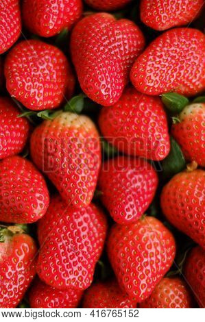 Strawberry Berries .summer Berries. Strawberry Harvest.berry Wallpaper.organic Natural Farm Berries.