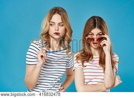 Two Women Girlfriends Intercourse Moda Studio Luxury Cropped View