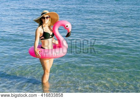 Resort Wellness. Happy Young Sexy Girl In Bikini Swimsuit, Sunglasses And Straw Hat With Pink Inflat