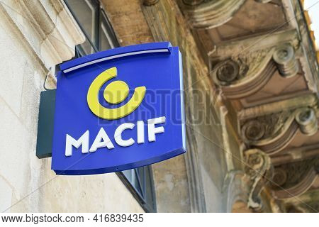 Bordeaux , Aquitaine France - 04 10 2021 : Macif Logo Sign Text And Brand Of Agency French Mutual In