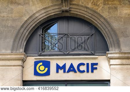 Bordeaux , Aquitaine France - 04 10 2021 : Macif Logo Brand And Text Sign Front Of Entrance Agency F