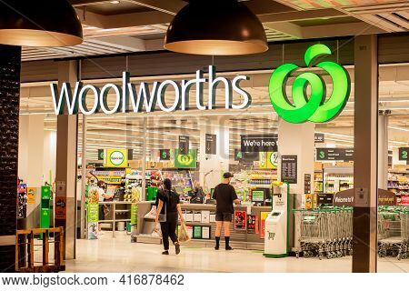 Sydney, Australia 2021-01-07: Exterior View Of Woolworths Supermarket During The Covid-19 Pandemic.
