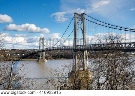 Poughkeepsie, Ny - Usa -dec. 29, 2020: The Franklin Delano Roosevelt Mid-hudson Bridge Is A Toll Sus