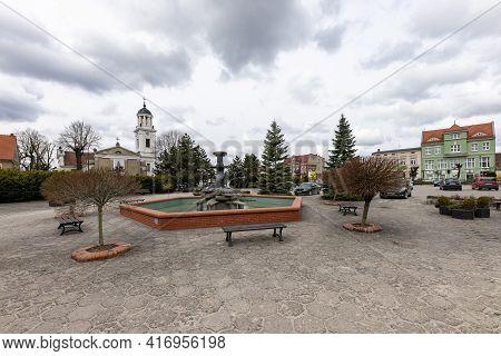 Janowiec Wlkp., Kuyavian-pomeranian Voivodeship Poland - April, 14, 2021: The Market Square In The C