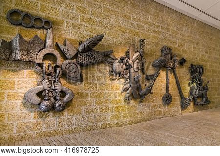 Jerusalem, Israel - September 24, 2017: These Are The Bas-reliefs On The Walls Of The Yad Vashem Cat