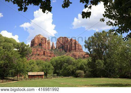 Sedona, Arizona / Usa - August 01, 2015: Oak Creek Canyon Area Near Sedona, Sedona, Arizona, Usa